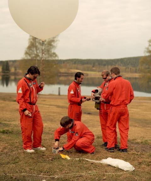 Hyper Interaktiv Team Preparing Balloon Launch